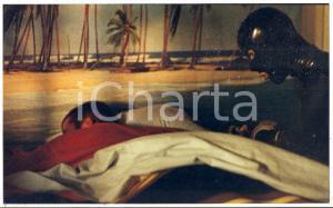 2000 O FANTASMA Man in latex suit spies a sleeping guy *Foto 23x14 cm