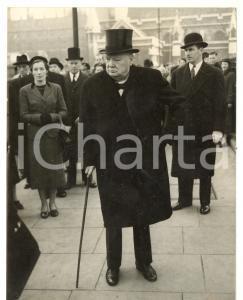 1954 LONDON Sir Winston CHURCHILL arriving at St Margaret's *Photo 15x20 cm