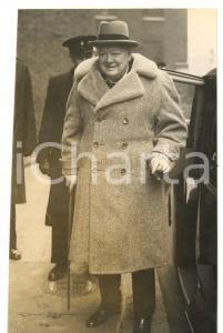 1953 LONDON Sir Winston CHURCHILL in fur-lined overcoat *Photo 12x20 cm