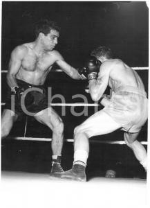 1954 MILANO - PUGILATO Una fase del match tra Duilio LOI e Jorgen JOHANSEN *Foto