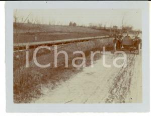 1916 WW1 ZONA DI GUERRA Automobile in marcia presso una trincea - Foto 12x9