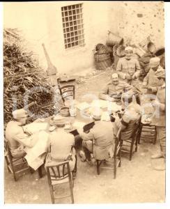 1916 WW1 ZONA DI GUERRA Ufficiali studiano le mappe in cascina - Foto 10x13 cm