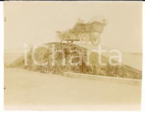 1916 WW1 ZONA DI GUERRA Automobile su ostacolo militare *Foto CURIOSA 12x9 cm