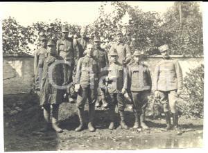 1917 WW1 ZONA DI GUERRA Gruppo di ufficiali in cortile di campagna *Foto 12x8 cm