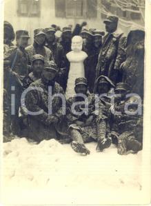 1915 ca WW1 ITALIA Soldati con busto di neve di Francesco Giuseppe I *Foto 13x18