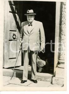 1953 LONDON Sir Winston CHURCHILL smoking a cigar in the doorway of Chartwell