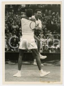 1956 WIMBLEDON - Nicola PIETRANGELI Orlando SIROLA win doubles match vs USA team