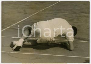1956 ROLAND GARROS Coppa Davis - Nicola PIETRANGELI cade durante il match *Foto