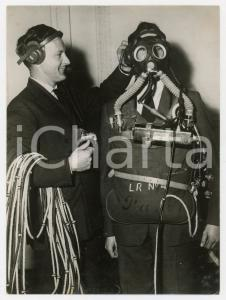 1956 UK - Telephone-equipped breathing apparatus by SIEBE GORMAN & CO *Photo