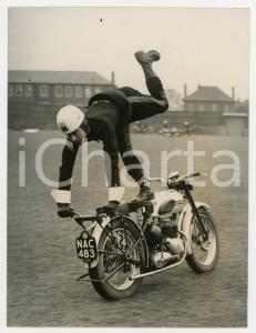 1954 LEEDS ENGLAND Royal Corps of Signals - Acrobatic motorcycling *Photo 15x20