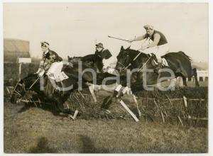 1960 NEWBURY Handicap Hurdle Race - William PIGOTT-BROWN falls from BLACKHEATH