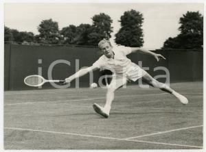 1960 BECKENHAM ENGLAND Open tennis tournament - Mikhail MOZER vs Jon DOUGALS