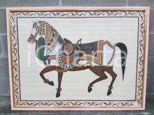 1975 CINA VINTAGE - Cavallo bardato a festa - quadro 81,5 x 109 cm