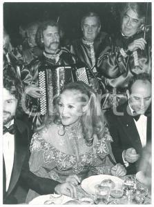 1983 COSTUME Ursula ANDRESS a cena con Harry HAMLIN - Foto 18x24 cm