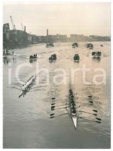 1966 LONDON Regata - Oxford supera Cambridge presso il Ponte di Hammersmith