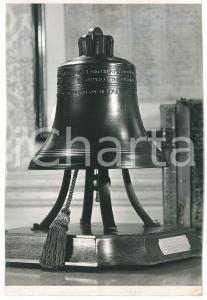 1967 UK Liberty Bell in a scale reproduction fo US sale - VINTAGE Photo