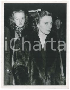 1948 COPENHAGEN Anna di BORBONE-PARMA in partenza con la Principessa Brigitte