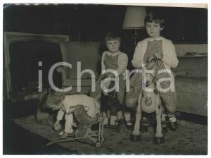 1955 ca AYOT HOUSE (UK) Children of ex king Michael of Rumania at home - Photo