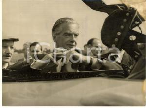 1955 FARNBOROUGH (HAMPSHIRE, UK) Anthony EDEN at a GNAT jet plane - Photo