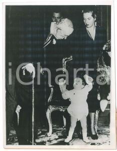 1950 ca Re Gustavo di Svezia con il pronipote Carlo Gustavo - Foto 17x21 cm