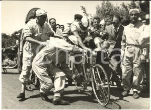 1958 CICLISMO GIRO D'ITALIA 1^ tappa - Ritiro di Emilio BOTTECCHIA *Foto 18x13