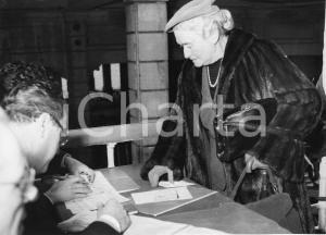 1955 GENOVA Partenza nobile invitata alle nozze di Maria Pia di Savoia - Foto