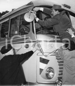 1955 GENOVA Partenza nobili invitati su pullman SATI Aero Express (1) Foto