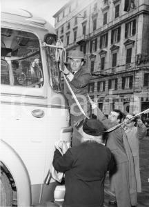 1955 GENOVA Partenza nobili invitati su pullman SATI Aero Express (2) Foto