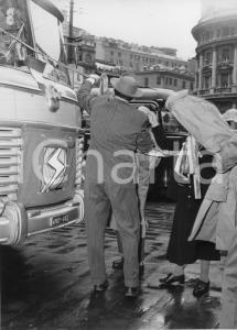 1955 GENOVA Partenza nobili invitati su pullman SATI Aero Express (3) Foto