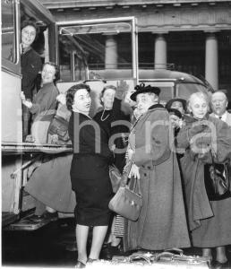 1955 GENOVA Partenza nobili invitati su pullman SATI Aero Express (6) Foto