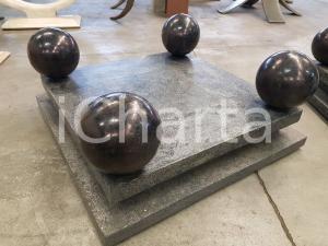 1970 AMERICAN VINTAGE Base quadrata e quattro sfere a supporto piano tavolo