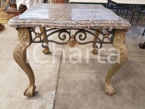 1980 tavolino vintage base tasselli marmo volute metallo- m.h.61 x l.72 x p.72 cm