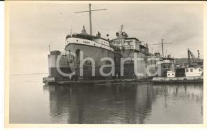 1970 BOMA (CONGO) Drague MATEBA au carénage dans le dock flottant - Photo 18x11