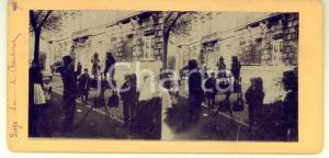 1890 ca LIEGE (BELGIQUE) Vendeur sur le boulevard - RARE Stereoscopic photo