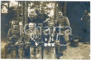 1918 WW1 ZONA DI GUERRA Brindisi tra soldati in un bosco *Foto cartolina