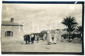 1920 ca ALGERIA - Scena in un villaggio  - Foto VINTAGE 14x9 cm (1)