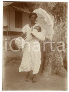 1930 ca CONGO BELGA - Madre e neonato con ombrellino - Foto 7x10 cm