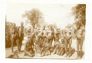 1930 ca CONGO BELGE Women in a village - ETHINC NUDE Photo 10x7 cm
