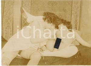 1910 ca VINTAGE EROTIC LESBIAN Two young women - RARE Photo 16x12 cm