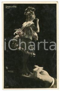1910 ca HUMOUR Femme danse dans la main d'un homme - Carte postale FP NV