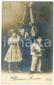 1911 BONNE ANNÉE Children and a basket with pig - Vintage French postcard
