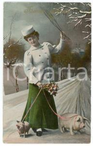 1909 BONNE ANNÉE Woman with bunch of flowers and pigs on a leash - Postcard