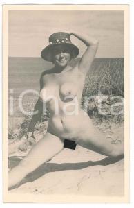 1950 ca EROTICA VINTAGE Naked girl on the beach - Postcard FP NV
