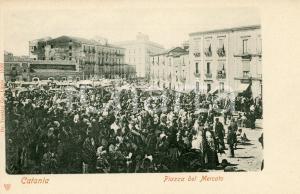 1900 ca CATANIA Piazza del mercato - Cartolina ANIMATA FP NV