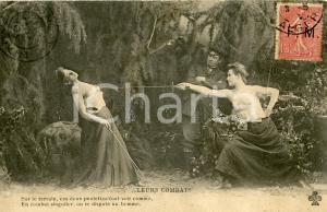 1906 EROTIC VINTAGE Leurs combats - Duel entre femmes semi-nues *Carte postale