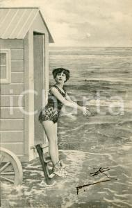 1904 BATHING BEAUTIES Woman ready to dive in - Vintage postcard FP VG