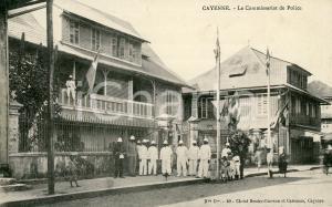 1910 ca CAYENNE (GUYANE) Le Commissariat de Police - Cartolina ANIMATA FP NV