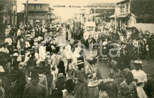 1910 ca CAYENNE (GUYANE) Mi-Carême - Le défilé des voitures devant l'église