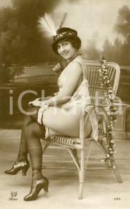 1910 ca VINTAGE EROTIC Nude woman sitting with a feather hat  - RARE Postcard