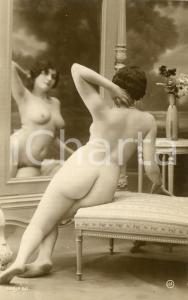 1910 ca VINTAGE EROTIC Naked woman mirroring herself on a sofa - RARE Postcard